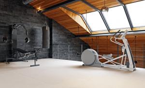 Fitnessbereich auf dem Dachboden