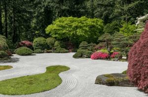 Japanischer Garten mit Kies-Elementen