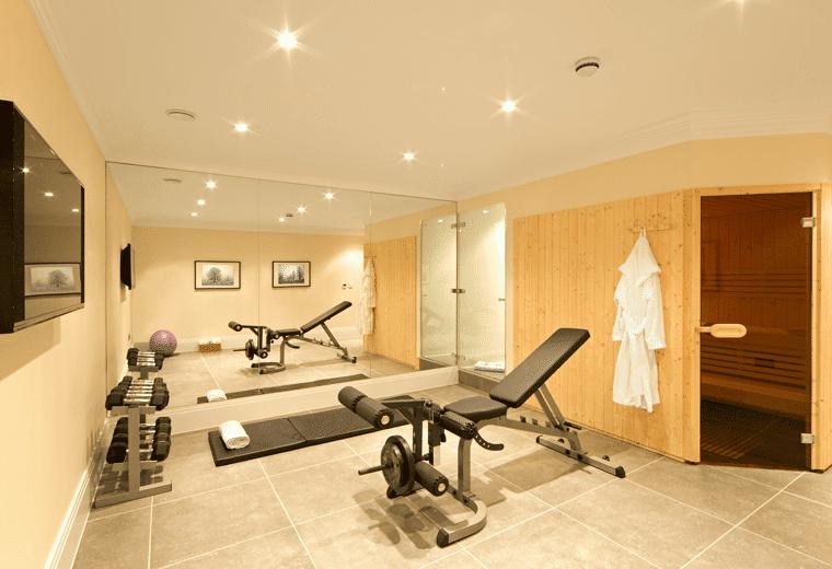 Kellerraum mit Sauna und Fitness
