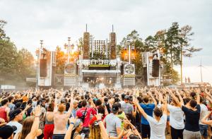 Feiernde Menschenmenge auf Open Beatz